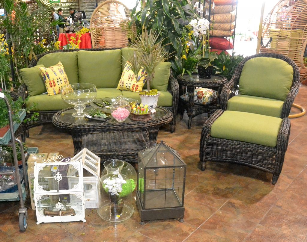 Practical and fine - Green rattan patio furniture with plants and ornaments decoration