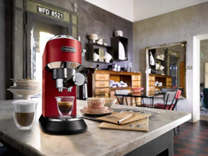 De'Longhi Dedica Style EC685R Traditional Pump Espresso Machine - Red