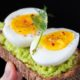 practical meal prepping - toast with avocado and eggs