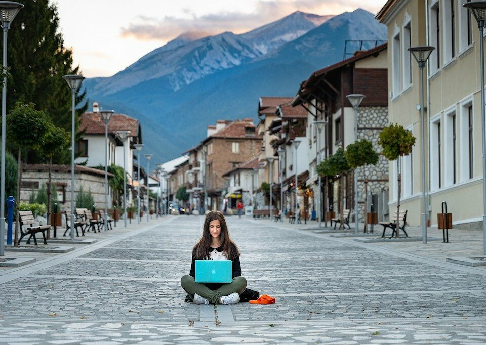 woman digital nomad